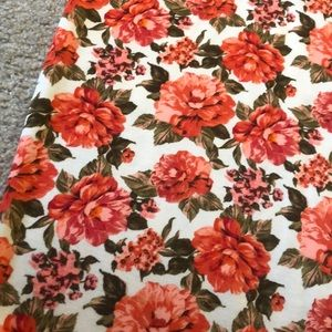 LuLaRoe Skirts - 🌺 Lularoe flowered Cassie skirt size M